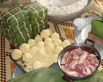 Пироги баньчынг для вьетнамского новогоднего праздника Тет